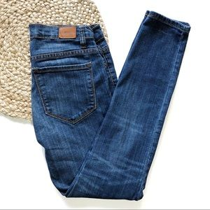 BDG | 28x29 Med Wash Mid-Rise Twig Ankle Jeans